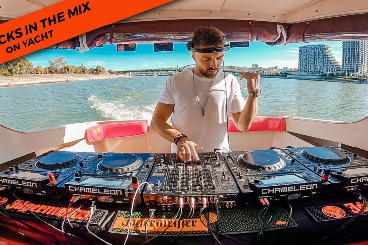 4 DECKS MIXING LIVE on Yacht